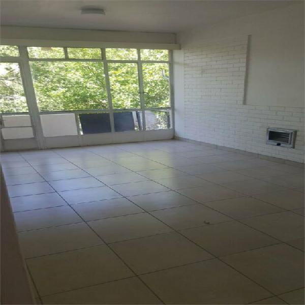 Spacious sunny two bedroom flat