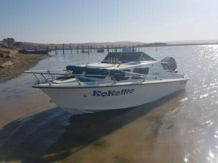 Calibre 15ft cabin boat