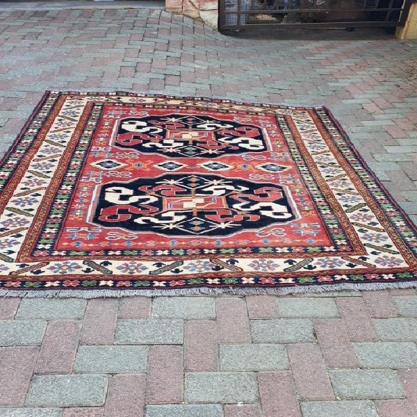 Beautiful and stunning hand knotted afghan oriental/persian