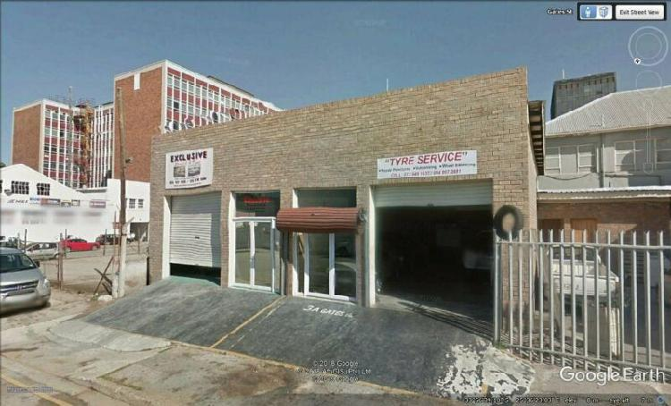 Retail and warehouse space for sale