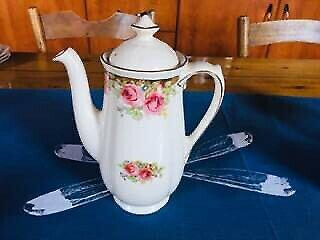 Vintage royal doulton coffee pot - english rose - excellent