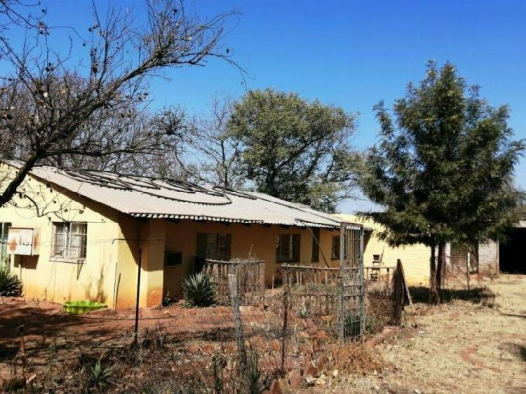 1Ha Farm For Sale in Boschhoek A H