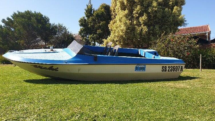 4M Speedboat for sale good condition R2500 negotiable.