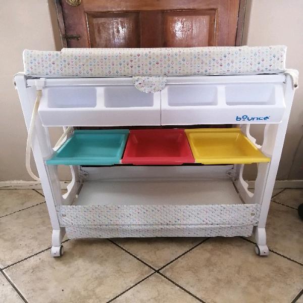 Baby bath stand/compactum