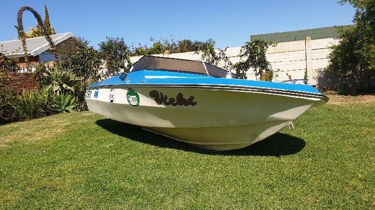 Speedboat for sale R2500 negotiable.