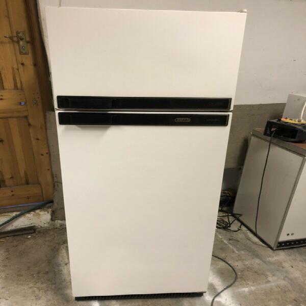 Fridge freezer - defy 320 litres (medium) - excellent -