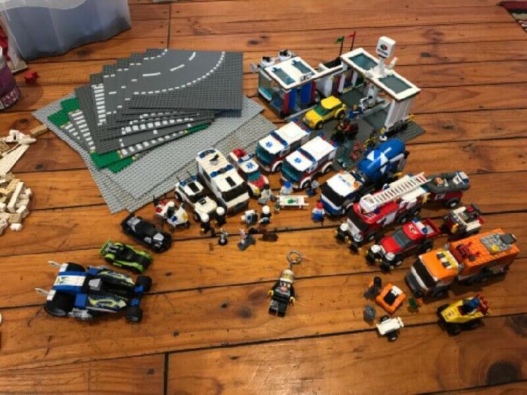 Assorted lego set lot