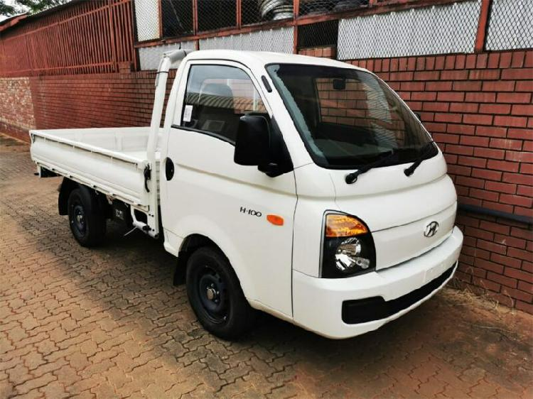 White hyundai h100 bakkie 2.6d deck a/c with 10km available