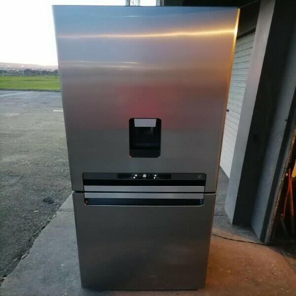 Whirlpool stainless steel water dispenser fridge and freezer