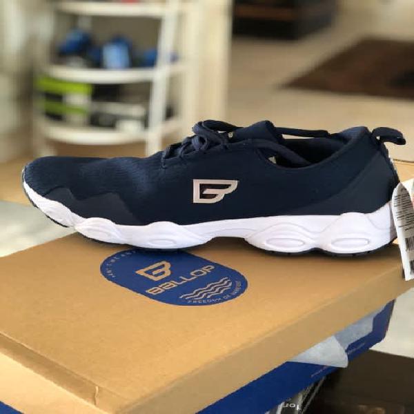 Lightweight Navy Tricote Weave Sneaker Size 8.5~9