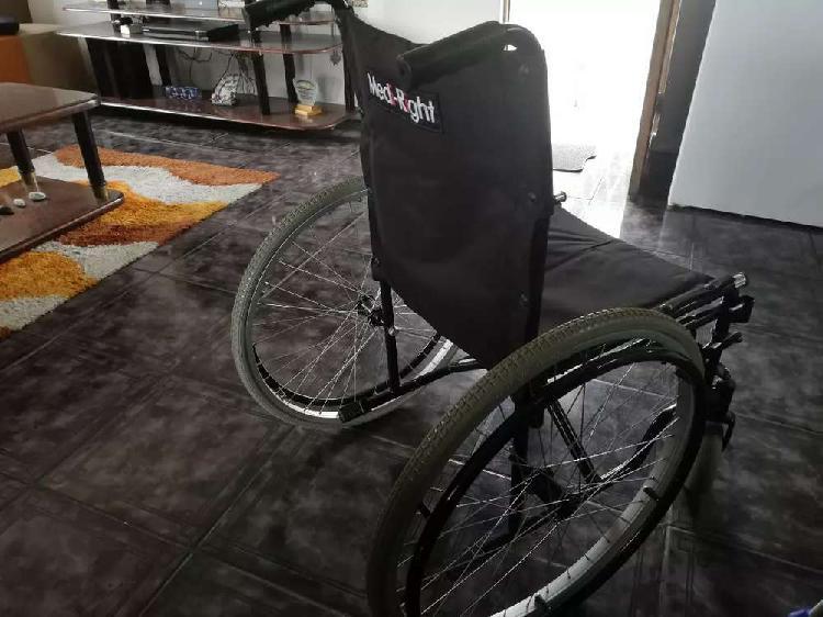 Wheelchair, cruches moonboots