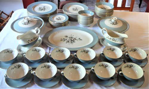 An absolutely stunning vintage 86 piece royal doulton dinner