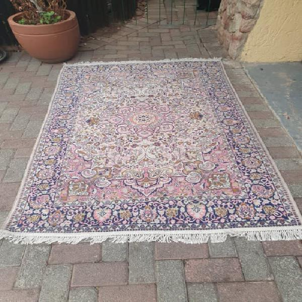 Beautiful finely hand knotted persian styled oriental