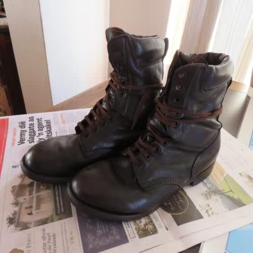 Pair sadf brown genuine leather soft tops boots size 8. army