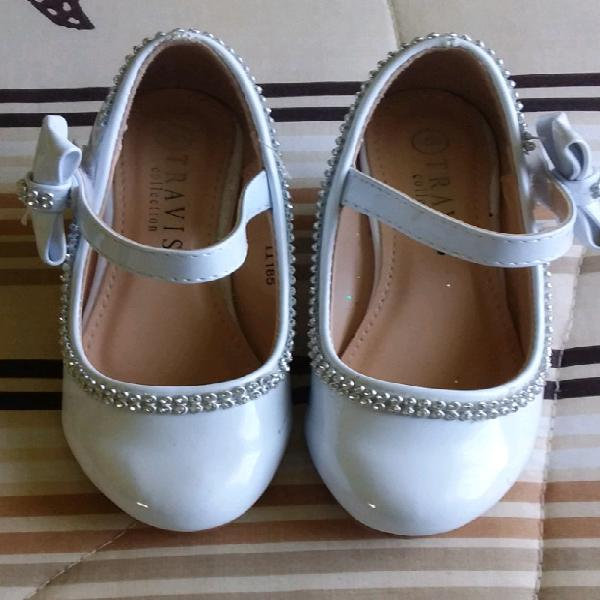 White size 6 wedge for girls.