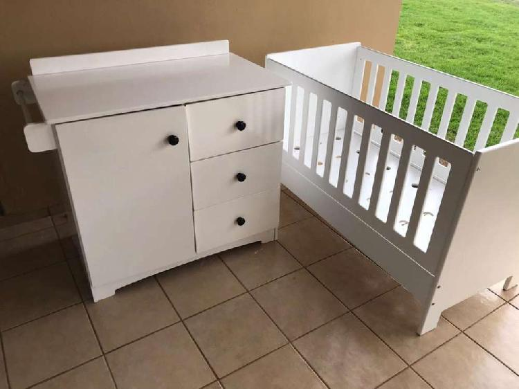 Large baby cot and compactum