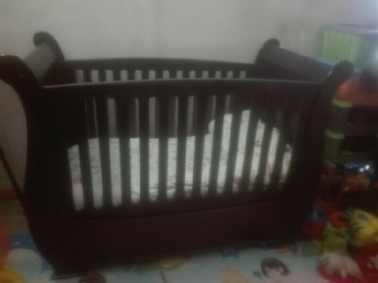 Sleigh cot excellent condition