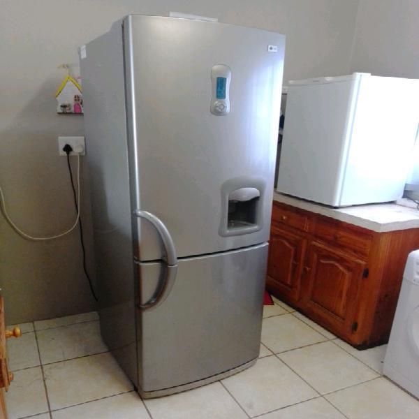 Lg fridge&freezer with water dispenser.very good