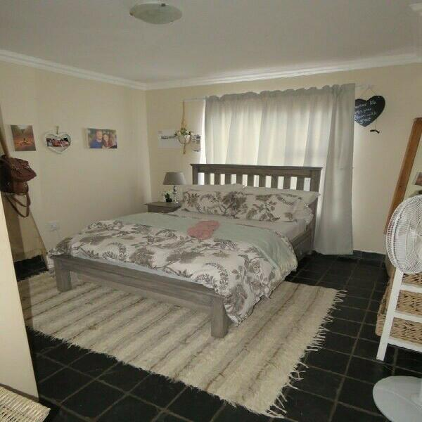 Special!!very nice top floor 2 bedroom unit at gold stone