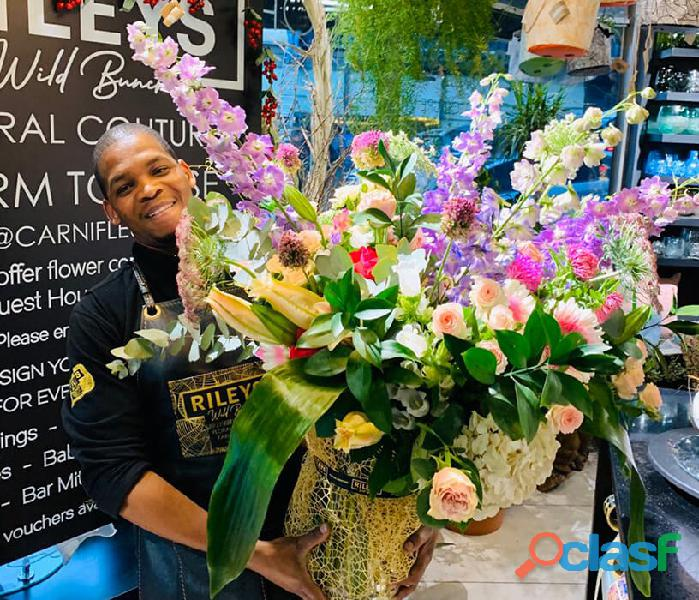Flower arrangement and delivery service cape town