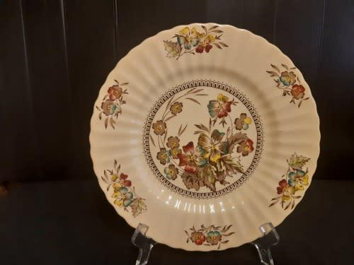 Highly collectible vintage wade meadow scalloped plate