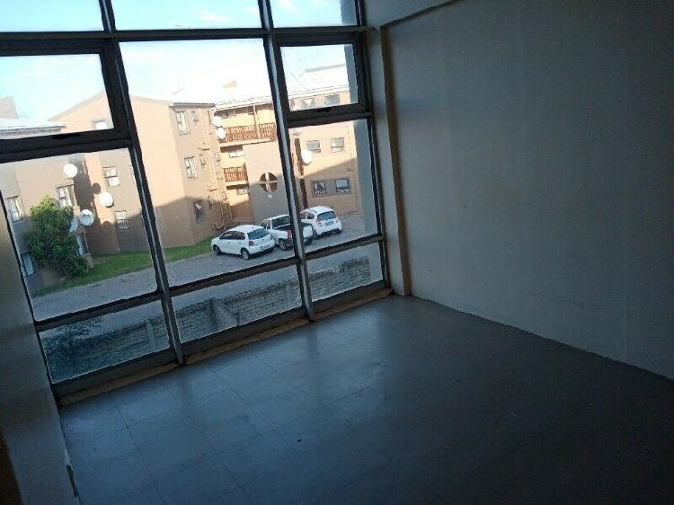 Spacious room to rent at st james road southernwood, to