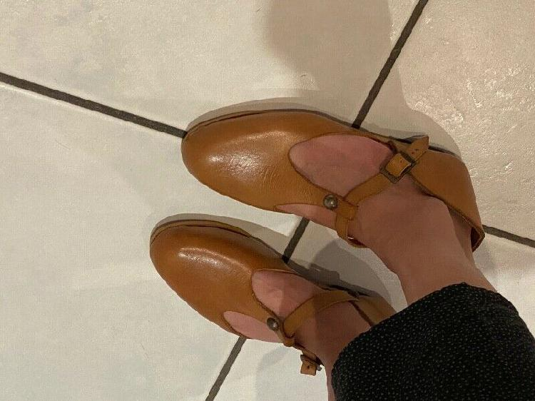 Ladies genuine leather redemption shoes