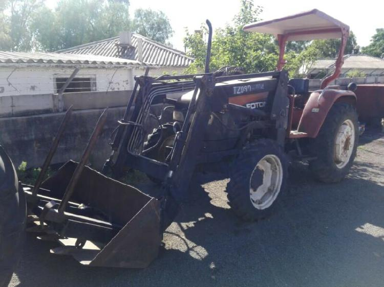 Foton 704 tractor with loader