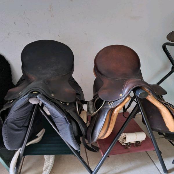 2x horse saddle sets
