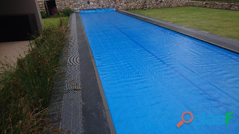 Swimming Pool Solar Blankets & Pool Covers. 2