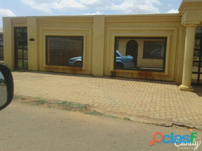 Garage for rental in naledi ext and room for rental in Mapetla east