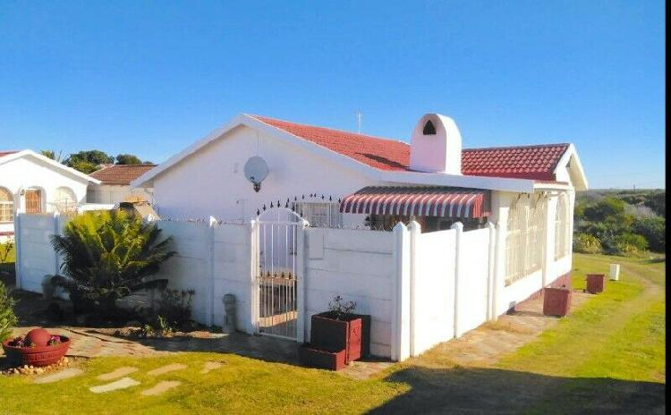 Beautiful townhouse in jeffreys bay for 1 july 2021