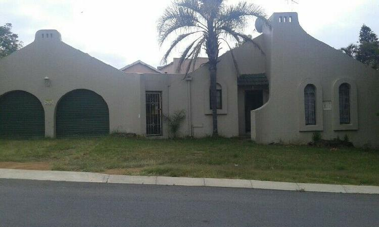 Family house for rent with swimming pool in Gonubie