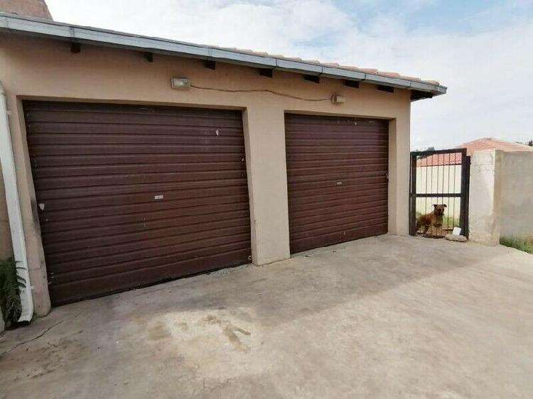 3 and 1/2 bedrooms, 1 bathroom house in duvha park