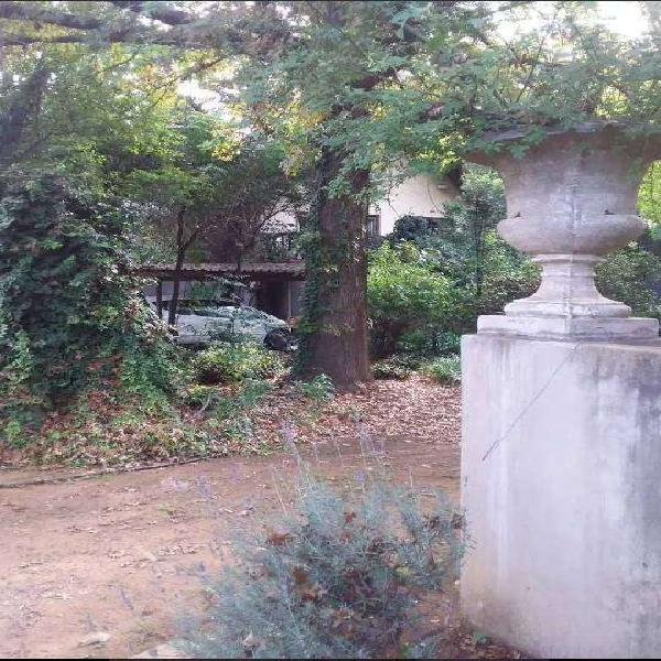 Garden cottage .