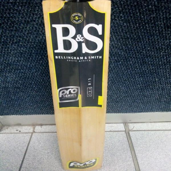 B&s pro cricket bat