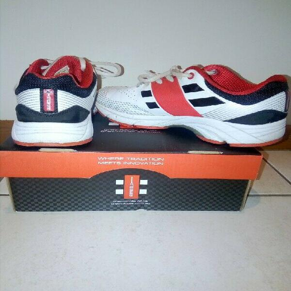 Pre-loved gray nicolls cricket shoes