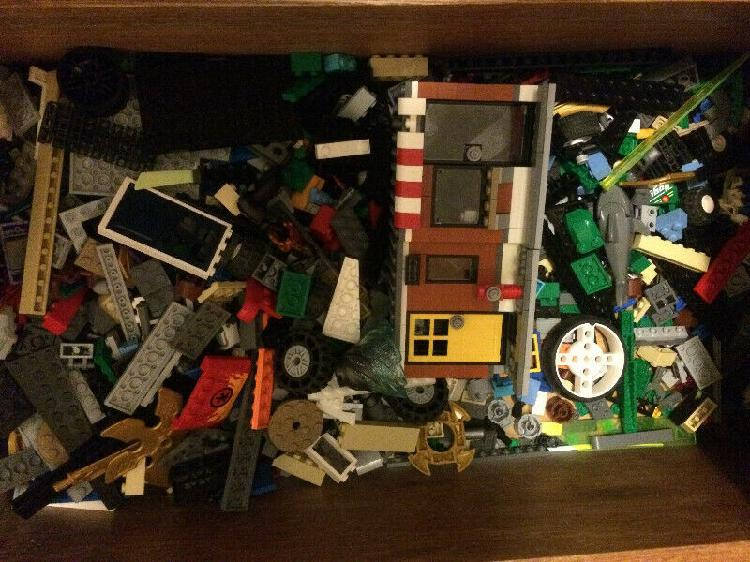 Clean and barely used lego collection, 11 sets total