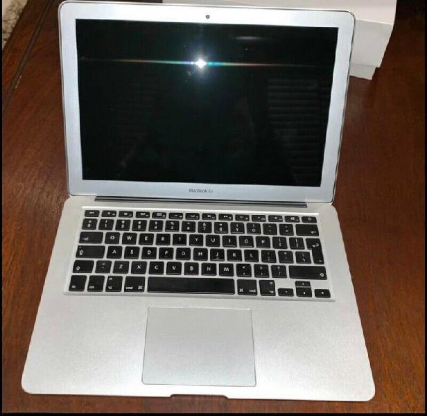 Macbook air 13inch/1.8ghz/8gb/128gb ssd
