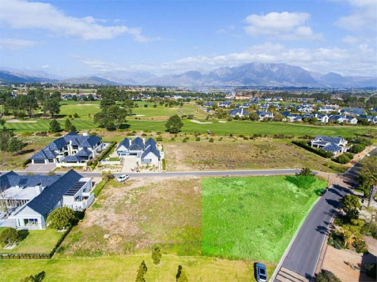 North facing plot on pearl valley