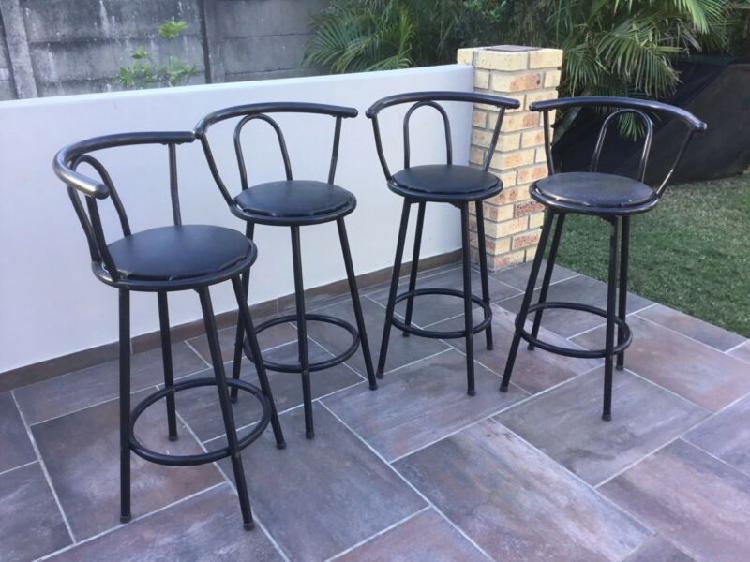 Bar stools with swivel seat