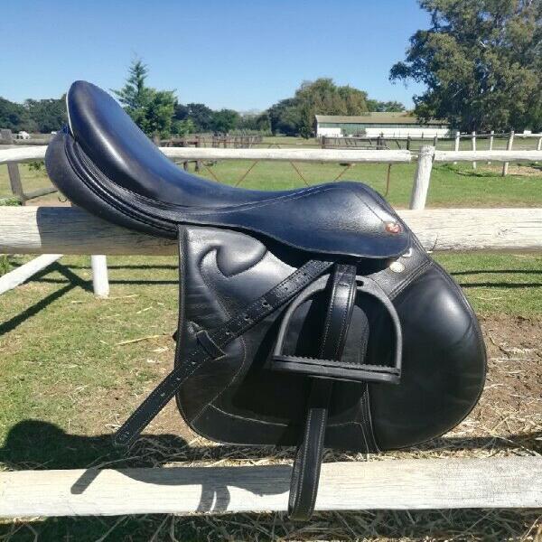 Prestige jumping saddle