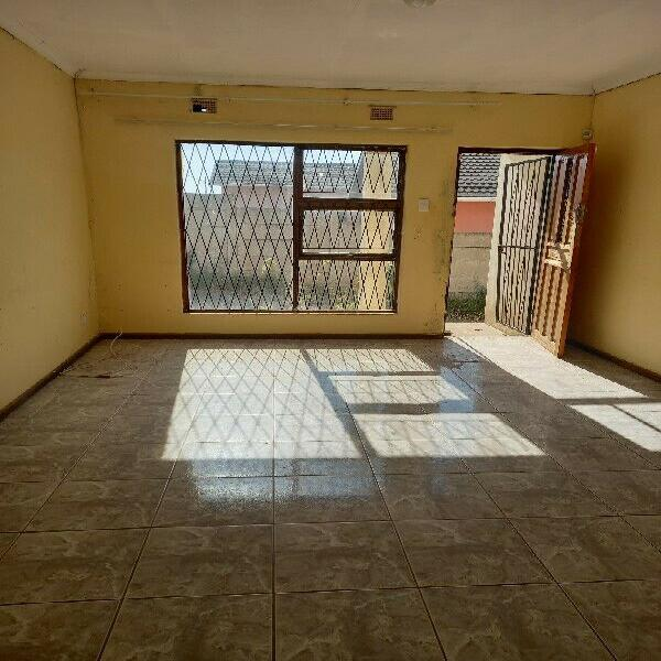 3 BEDROOM HOUSE FOR RENTAL AT DIKWENI STREET, IKWEZI FOR