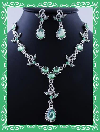 Fashion jewellery cz earrings and necklace set