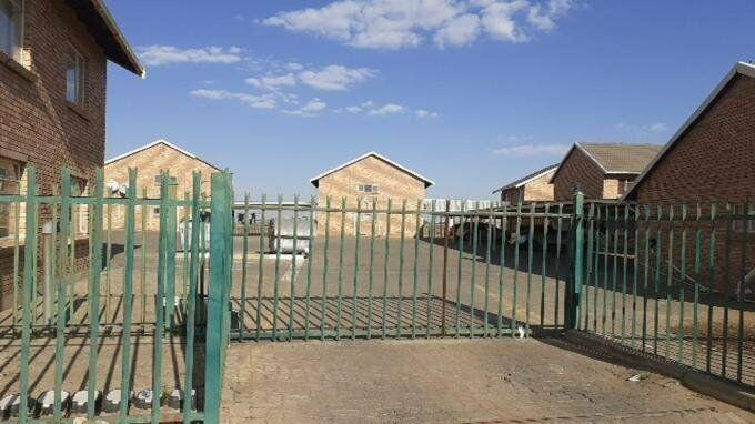 2 bedroom with 1 bathroom sec title for sale free state