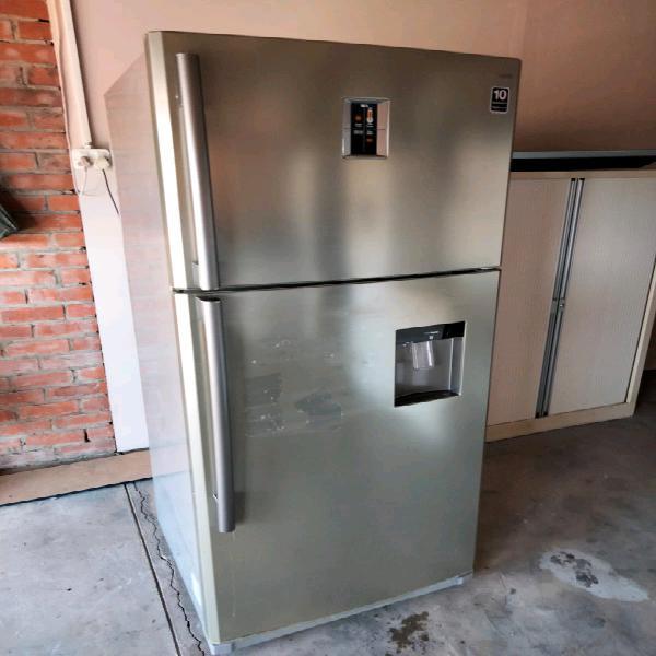 Samsung 690litre fridge and freezer