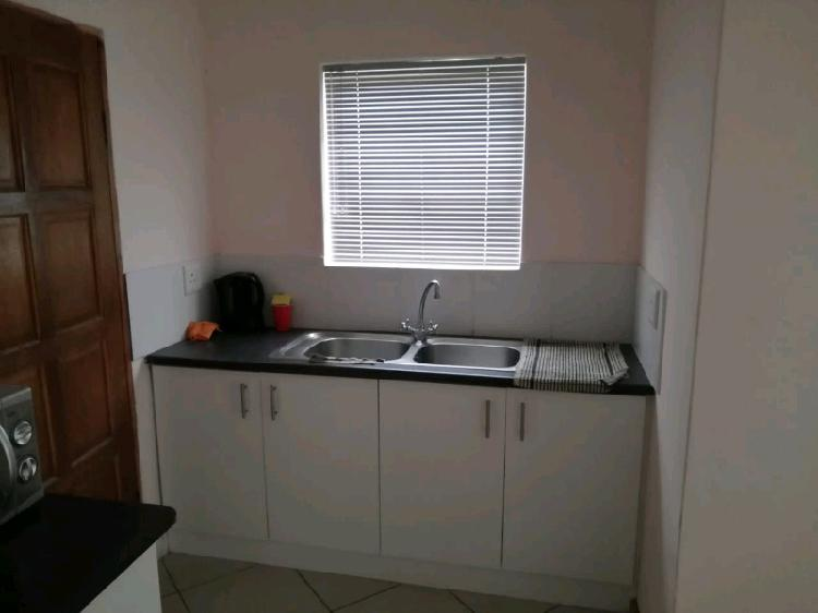 Rooms to rent at dr brawn, uitenhage
