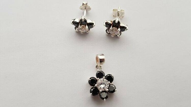 BA793 Sterling Silver Stones Flower Set