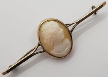 Vinatge 9ct gold cameo brooch - 5.1g - as per photo