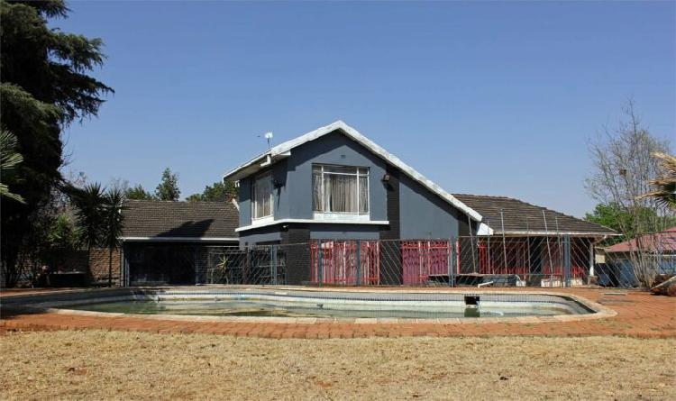 5 bedroom house with lots of potential near famous school in